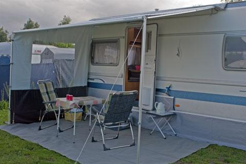 Markise med sider til campingvogn